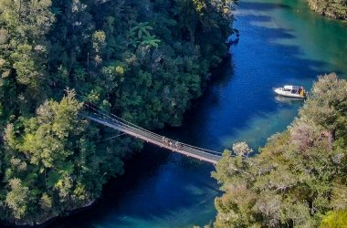 Bridge & Beach - Falls River Swing Bridge - Abel Tasman Aqua Taxi